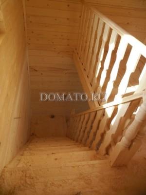 Резные балясины из вагонки на лестнице