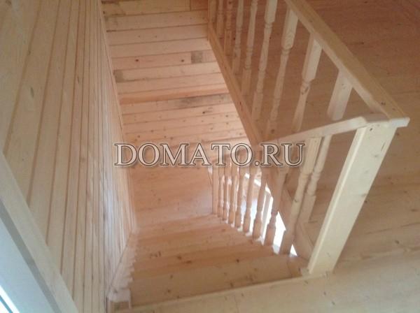 деревянная лестница фото внутри дома из бруса
